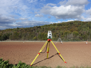 Digitalisierung des Experimentierfelds, im Vordergrund steht das Messequipment.